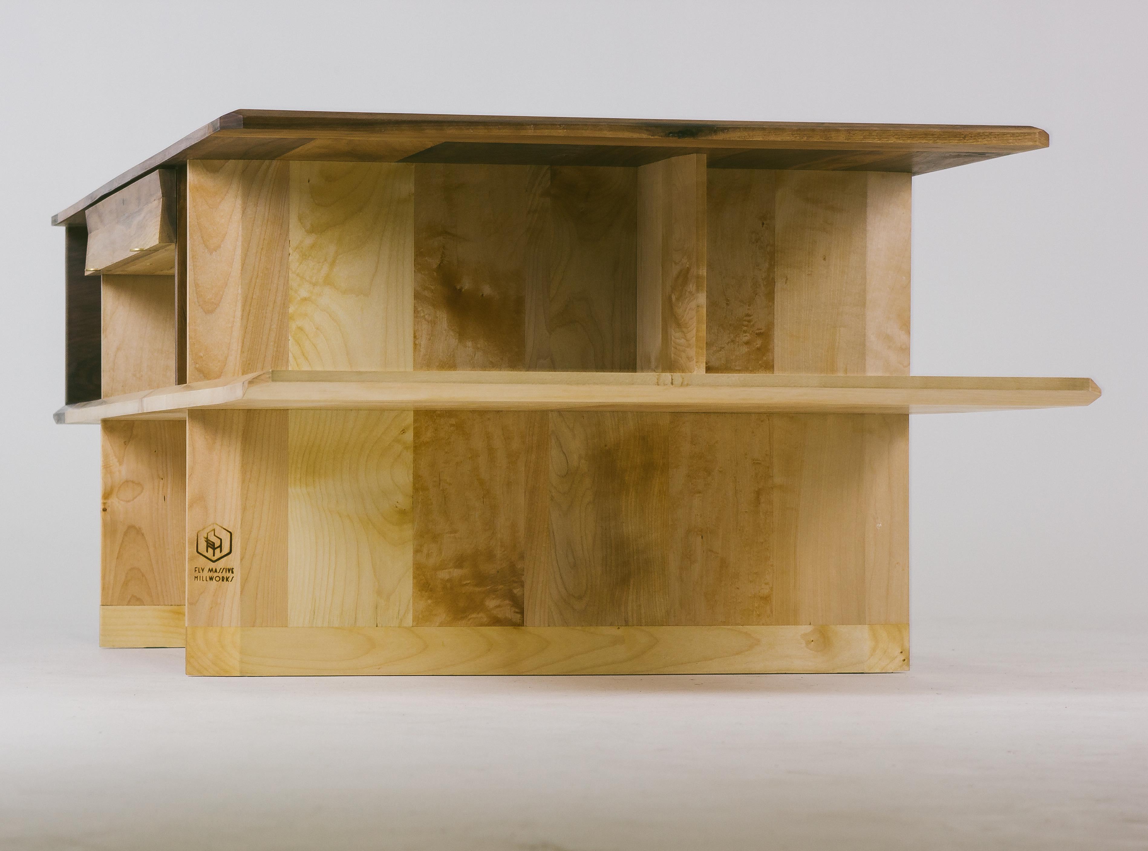 Журнальный стол Argosy из массива клёна и американского ореха от Fly Massive Millworks