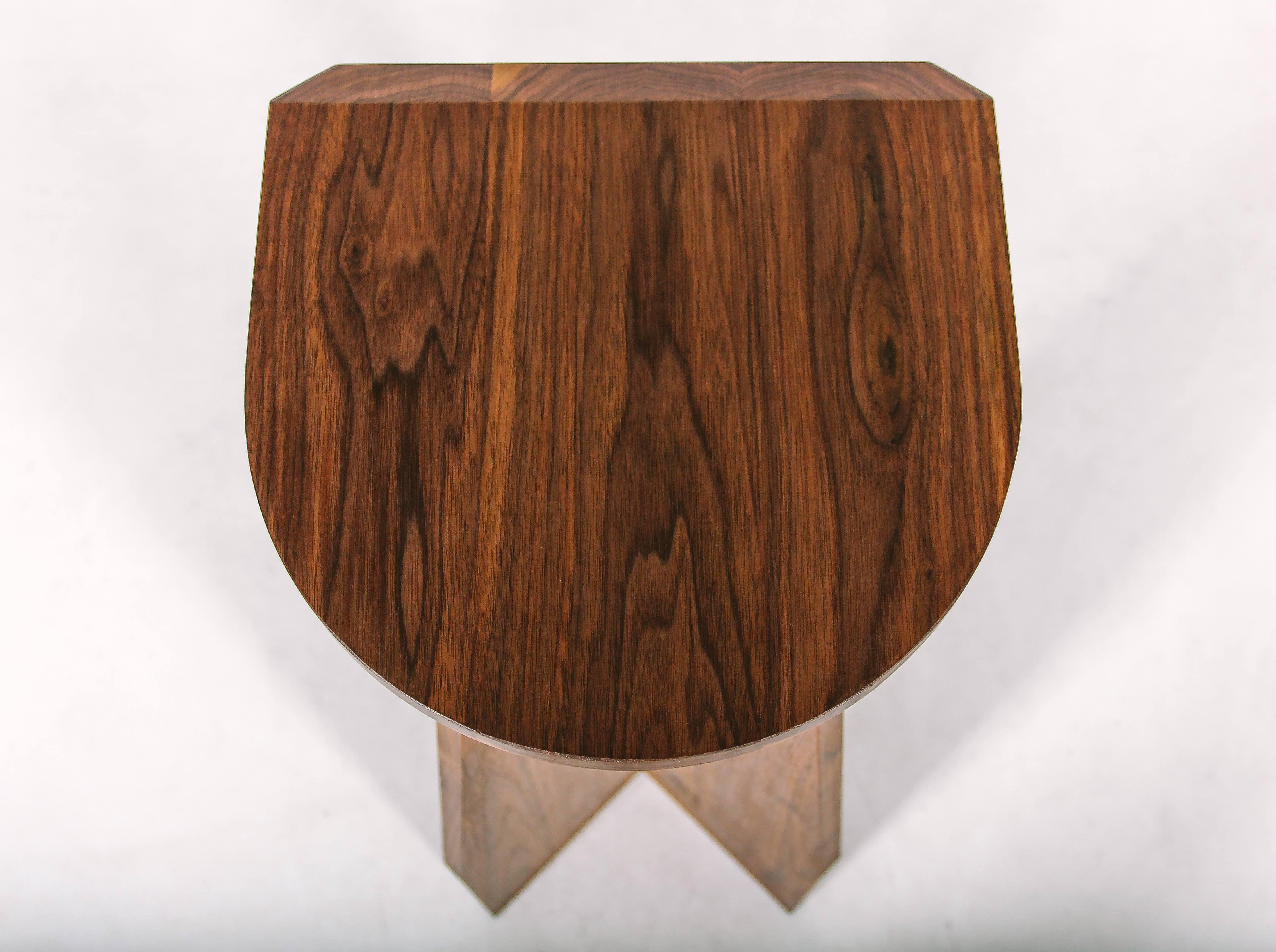 Барный стул Massive Fly из американского ореха и дуба от Fly Massive Millworks